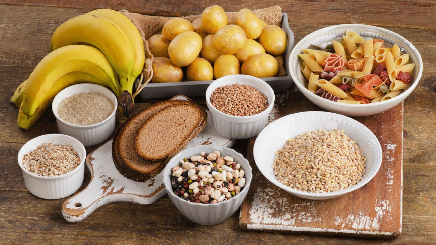 Тарелка-с-правильными-продуктами-питание-при-дефиците-массы-тела