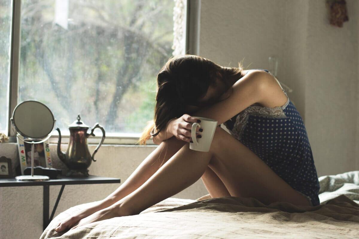 Очень-худая-девушка-модель-которая-страдает-расстройством-пищевого-поведения