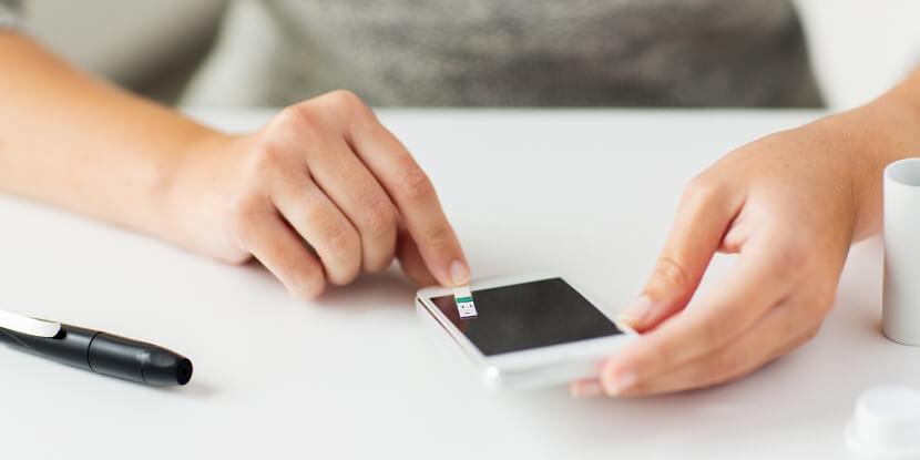 Мобильный-телефон-глюкометр-тест-полоска-приложения-для-диабетиков