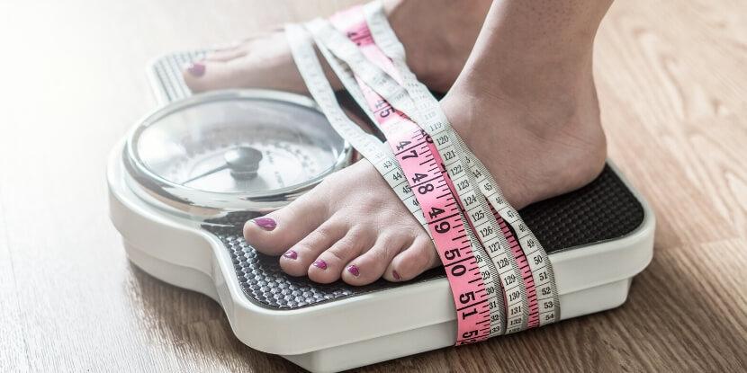 Ноги-привязанные-к-весам-расстройства-пищевого-поведения