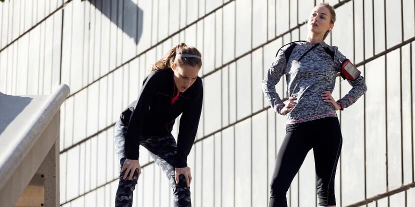 Девушка-устала-от-фитнеса-зависимость-от-спорта-академия-wellness