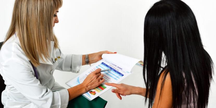 Лара-Серебрянская-консультация-с-клиентом-школа-диетологов-при-Академии-Wellness-Consulting
