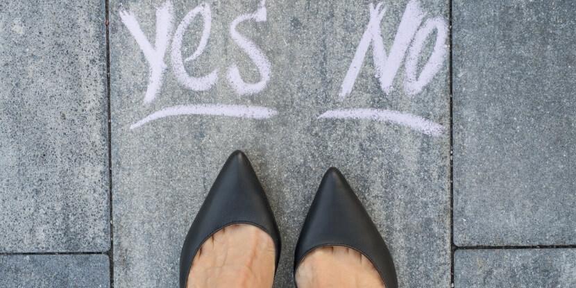 Стоять-перед-выбором-да-или-нет-привычки-мешающие-принятию-решений-бизнес-школа-Академии-Wellness-Consulting