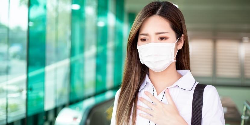 девушка-в-маске-эпидемия-covid-19-лечебное-питание-при-болезнях-дыхательной-системы-Академия-Wellness-Consulting