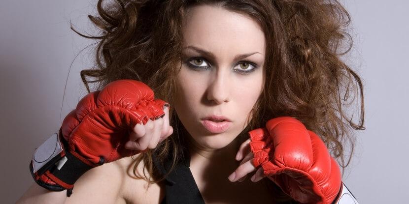 Девушка-в-боксерских-перчатках-агрессивный-клиент-советы-консультантам-диетологам-школа-диетологии-Академии-Wellness-Consulting