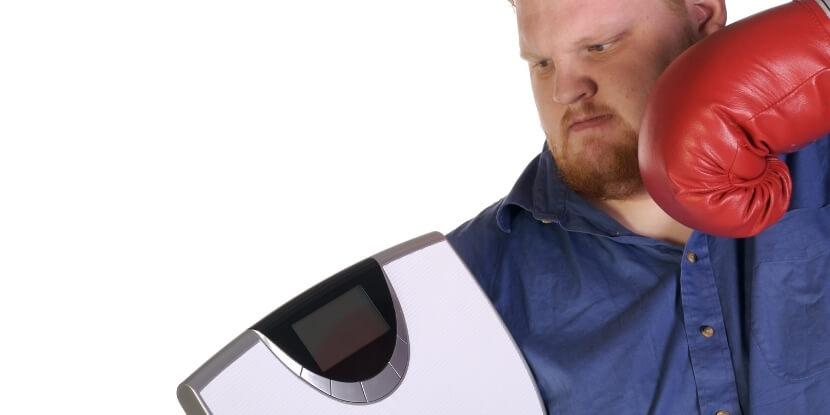 Мужчина-с-весами-похудеть-как-навести-порядок-в-голове-и-тарелке-психология-в-похудении-от-Академии-Wellness-Consulting