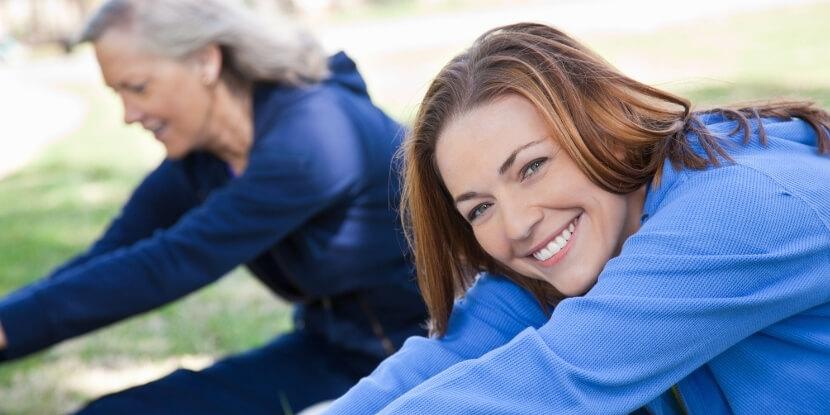 Женщины-тренируются-фитнес-после-35-лет-советы-по-безопасности-и-эффективности-от-школы-диетологов-Академии-Wellness-Consulting