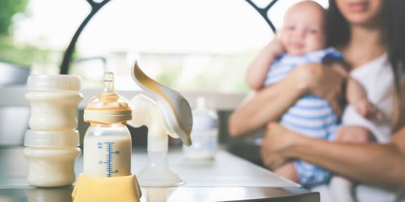 Сцеженное-грудное-молоко-много-молока-при-гв-академия-wellness-consulting
