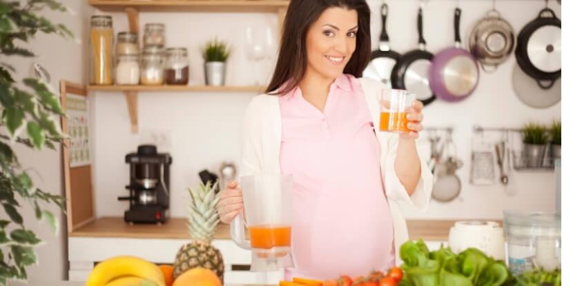 Беременная-готовит-питание-беременных-и-при-грудном-вскарливании-обучение-Академия-Wellness-Consulting