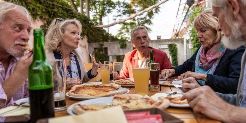 Пожилые-едят-как-похудеть-пожилым-людям-школа-диетологов-Академии-Wellness-Consulting